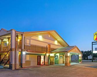 Super 8 by Wyndham La Marque TX/Texas City Area - La Marque - Building