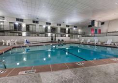 Ramada by Wyndham Odessa Near University of Texas Permian - Odessa - Pool