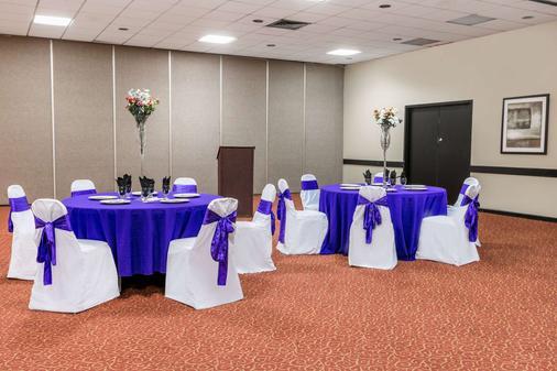 Ramada by Wyndham Odessa Near University of Texas Permian - Odessa - Banquet hall