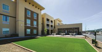La Quinta Inn & Suites by Wyndham Williams-Grand Canyon Area - Williams - Gebäude