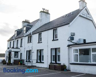 Crown And Anchor Inn - Forres - Building