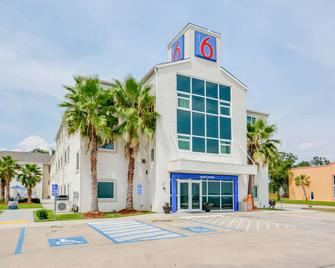 Motel 6 Austin, Tx - Central Downtown, UT - Biloxi - Bina