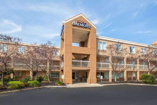 Baymont by Wyndham Canton - Canton - Building