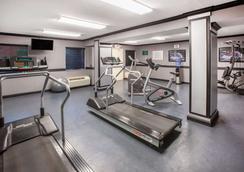 Baymont by Wyndham Canton - Canton - Gym