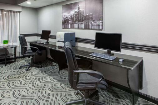Baymont by Wyndham Canton - Canton - Business centre