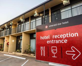 Nightcap at Emerald Star Hotel - Emerald - Building