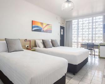 Nightcap at Emerald Star Hotel - Emerald - Schlafzimmer