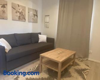 Joli studio calme et lumineux - Руая - Living room