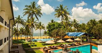 Camelot Beach Hotel - Negombo - Pool