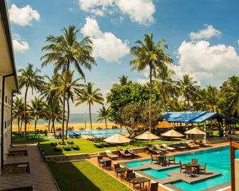 Camelot Beach Hotel - Negombo - Pool