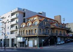 Aviv Hostel - Hostel - Tiberias - Building