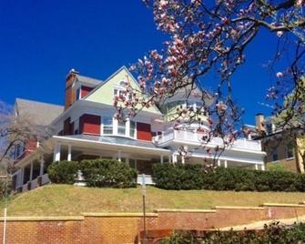 Berkeley House Bed and Breakfast - Staunton