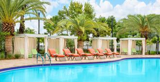 基韋斯特昆西萬豪套房酒店 - The Keys Collection - 西嶼 - 基韋斯特 - 游泳池