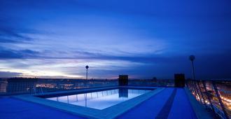 Expo Hotel Valencia - Valencia - Piscina