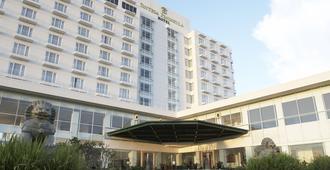 シンテサ ペニンシュラ ホテル マナド - マナド