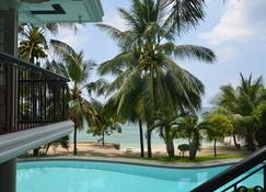 Robinland Vacation Home Badian - Badian - Piscina