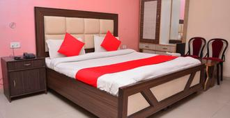 Airport Hotel Mayank Residency - New Delhi - Bedroom