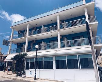 Hotel Jonic - Portopalo di Capo Passero - Building