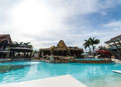 Mo2 Westown Hotel Iloilo - אילוילו סיטי - בריכה