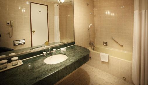 Koreana Hotel - Seoul - Bathroom