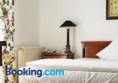 Hotel Restaurant Sengscheider Hof - Saint Ingbert - Bedroom