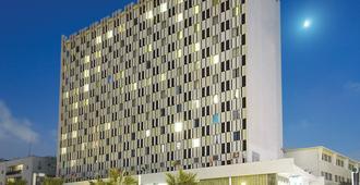 מלון גרנד ביץ' - תל אביב - בניין