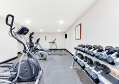 Baymont by Wyndham Midland Airport - Midland - Gym