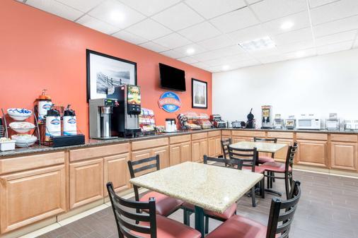 Baymont by Wyndham Midland Airport - Midland - Buffet