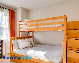 Bonnie Dune - Manzanita - Bedroom