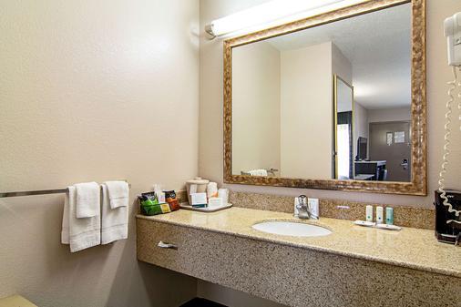 Quality Inn Savannah I-95 - Savannah - Bathroom