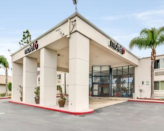 Motel 6 Carson, CA - Carson - Building