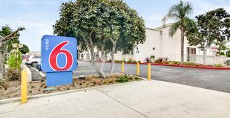 Motel 6 Carson, CA - Carson - Außenansicht