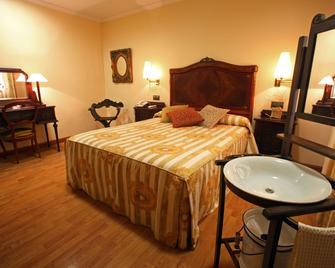 Hotel Restaurante El Pentágono - Muñana - Bedroom
