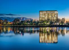 Empire Apartment Hotel - Rockhampton - Vista del exterior