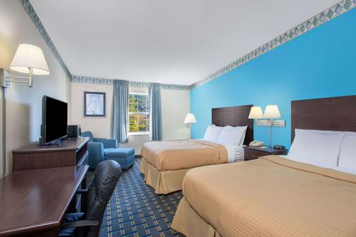 Days Inn Roanoke Near I-81 - Roanoke - Phòng ngủ