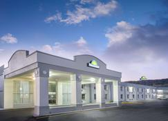 Days Inn Roanoke Near I-81 - Roanoke - Building