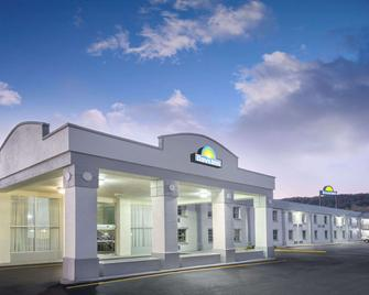 Days Inn Roanoke Near I-81 - Roanoke - Gebouw