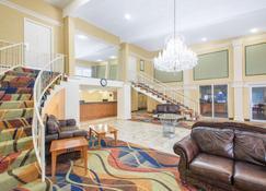 Days Inn Roanoke Near I-81 - Roanoke - Lobby