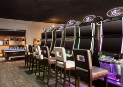 麥迪遜哈特酒店及 VLT 酒吧 - Medicine Hat - 梅迪辛哈特 - 餐廳