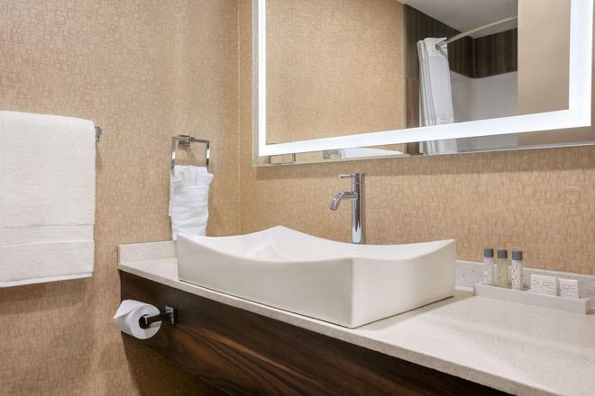 Baymont by Wyndham Medicine Hat - Medicine Hat - Bathroom