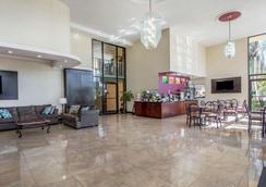 Quality Inn & Suites at Tropicana Field - Saint Petersburg - Hành lang