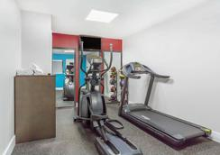 Ramada by Wyndham Monterey - Monterey - Gym