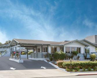 Ramada by Wyndham Monterey - Monterey - Building