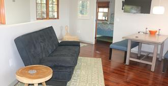 Walk To Liberty Station From A Warm Guest House Perfect For Work Or Vacation - San Diego - Wohnzimmer