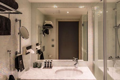 Clarion Hotel Helsinki - Helsinki - Bathroom