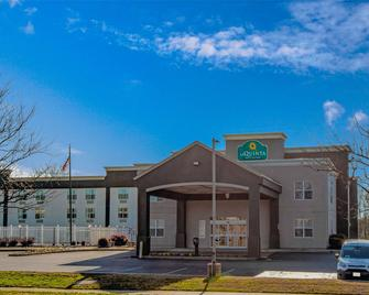 La Quinta Inn & Suites by Wyndham Lexington Park - Patuxent - California - Building