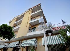Hotel Adriana - Celle Ligure - Edificio