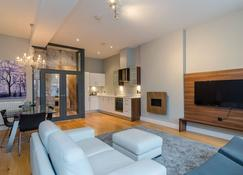 Central Belfast Apartments: Fitzrovia - Belfast - Sala de estar