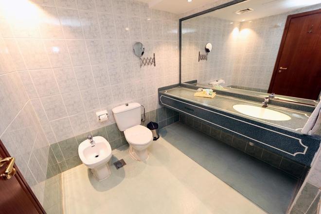 Sadaf Delmon Hotel - Dubai - Bathroom
