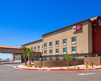 Best Western Plus Commerce Parkway Inn & Suites - Barstow - Gebäude